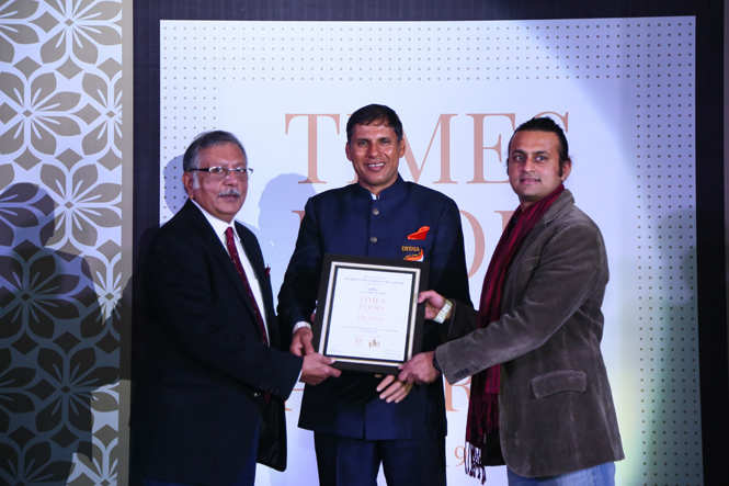 Best South Indian (Casual) Decked Up By Garden Cafe- Deepak (L) and Dinar Nowlakha receive the award from Javelin thrower Devendra Jhajharia