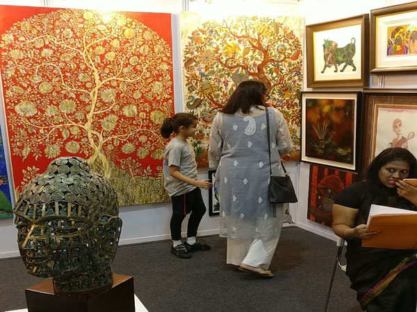Visitors-visiting-at-the-India-art-festival