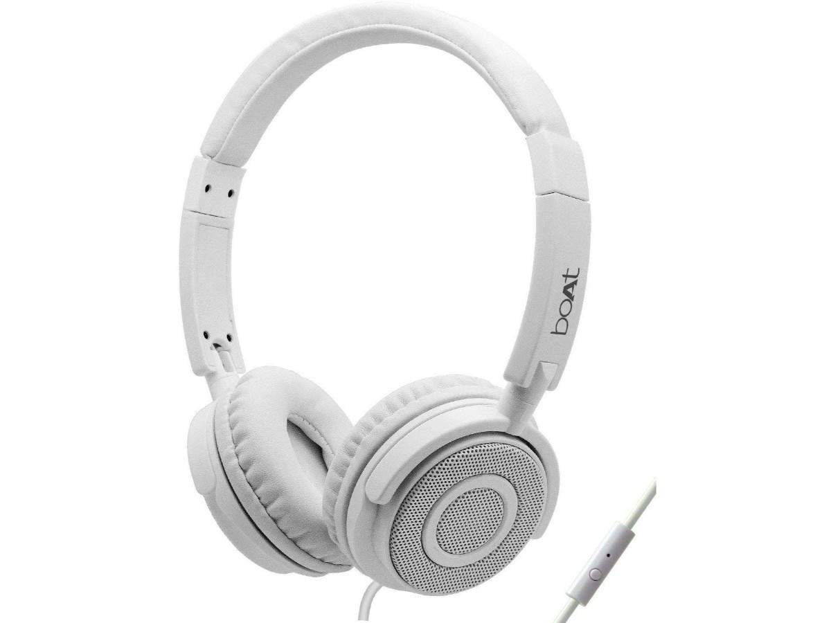 boAt Bass Heads 900 headphones with mic: Available at Rs 599 (original price Rs 2,490)