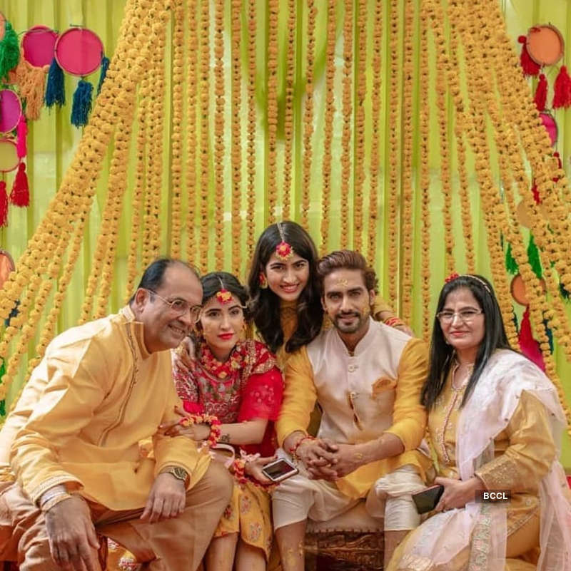 Rohit Purohit ties the knot with girlfriend Sheena Bajaj