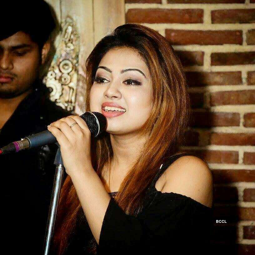 Singer Shivani Bhatia killed in tragic car accident, husband critical