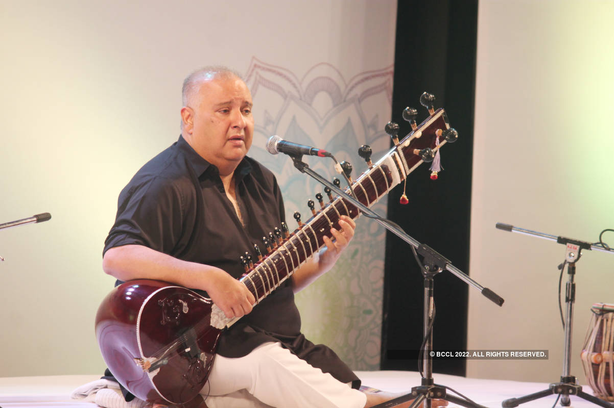 Ustad Shujaat Khan enthralls Nagpurians with his soulful music