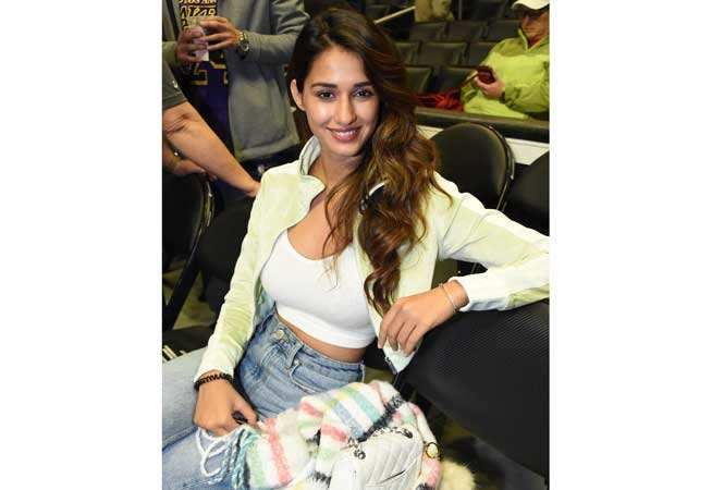 Disha-Patani-at-the-NBA-game-between-the-Lakers-and-LA-clippers---courtside(1)