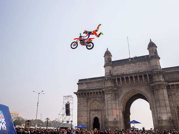 Red-Bull-FMX-Athlete-Alexey-showcasing-his-skills-at-Gateway-of-India