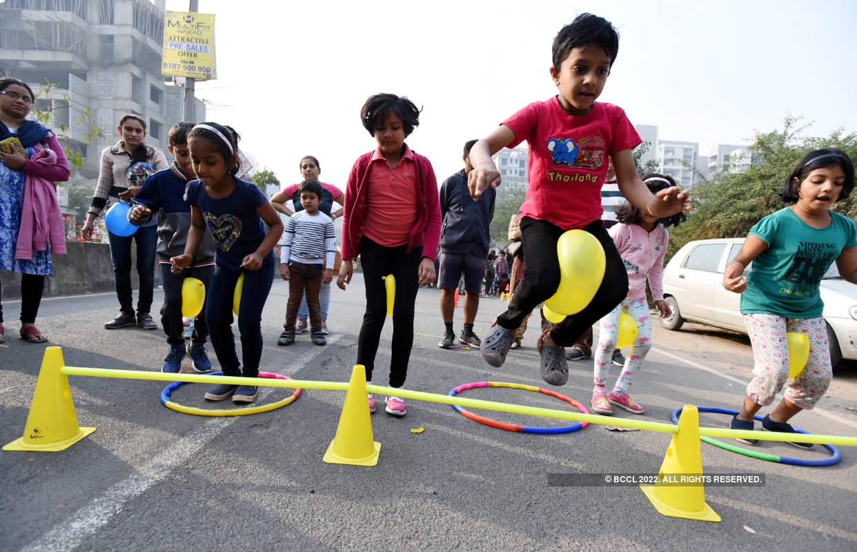 Puneites enjoy carnival with families at Happy Streets