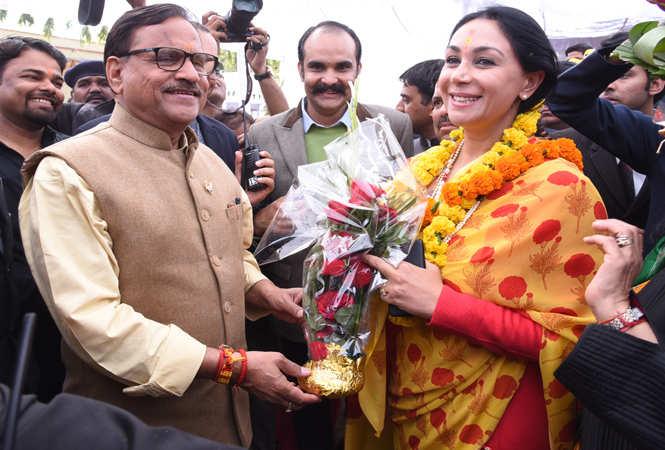 MLA Mahesh Joshi greets Diya Kumari on her birthday