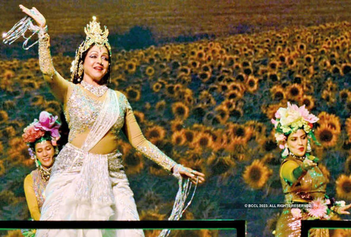Hema Malini performs at 15th Pravasi Bharatiya Divas