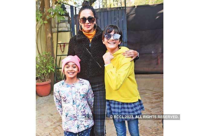 RAN_4987-Sonalika-Sahay-with-daughters-Zana-and-Diya