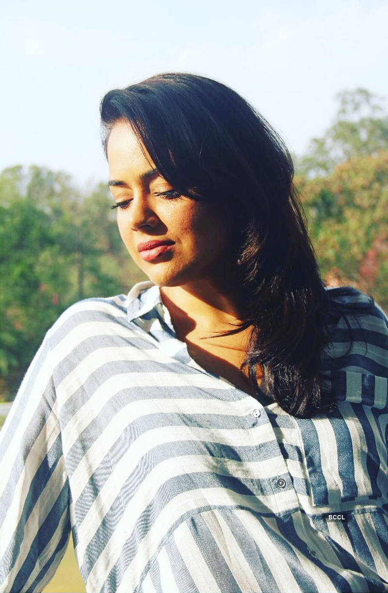 Sameera Reddy shares the first photo of her baby girl