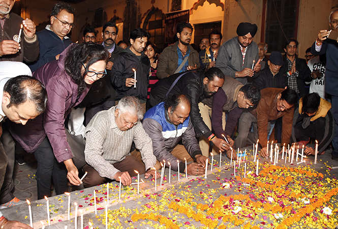 Theatre artists paid homage to the Pulwama martyrs (BCCL/ Farhan Ahmad Siddiqui)