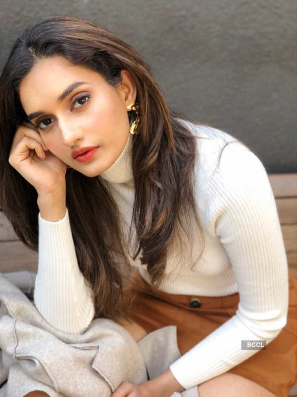 Roshni Sheoran ups the glam quotient with her stunning photoshoot