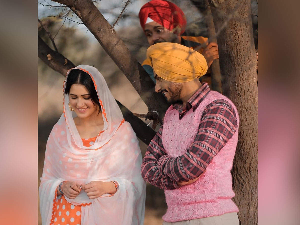 Mindo Taseeldarni' latest still: Rajvir Jawanda is making Isha Rikhi