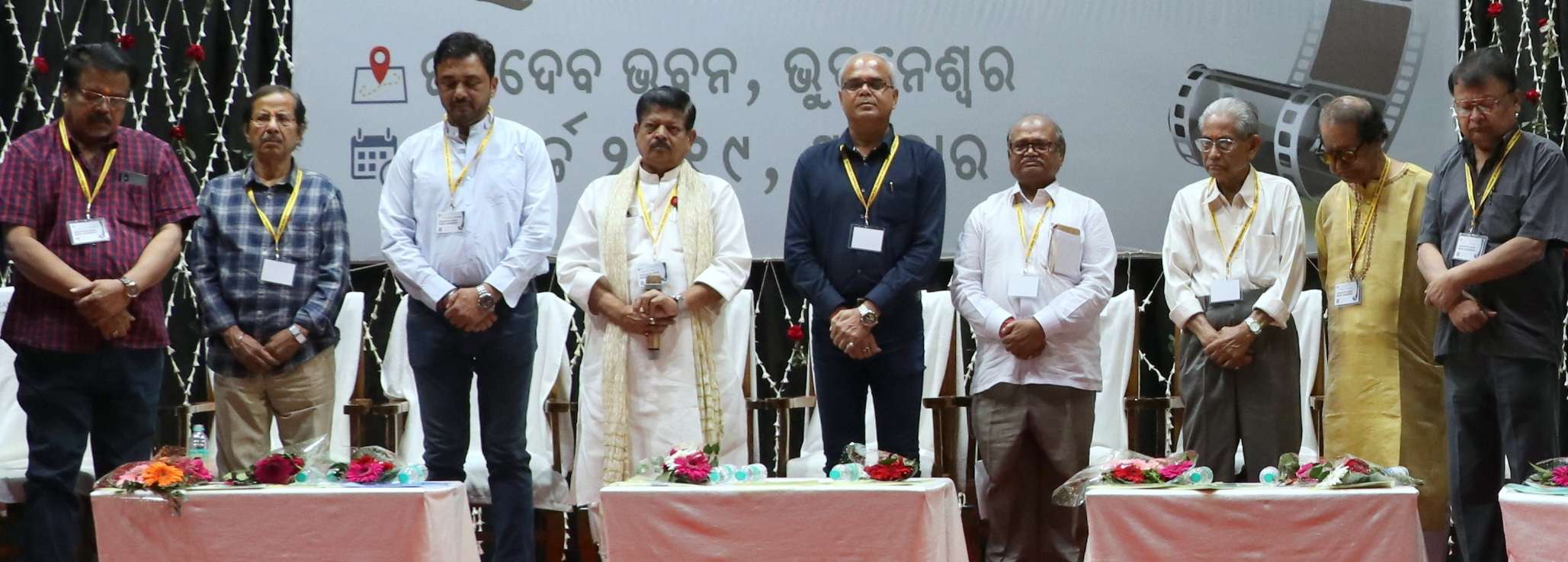 Dignitaries on 2-minute silent prayer for martyred jawans and industry people who have died this year1