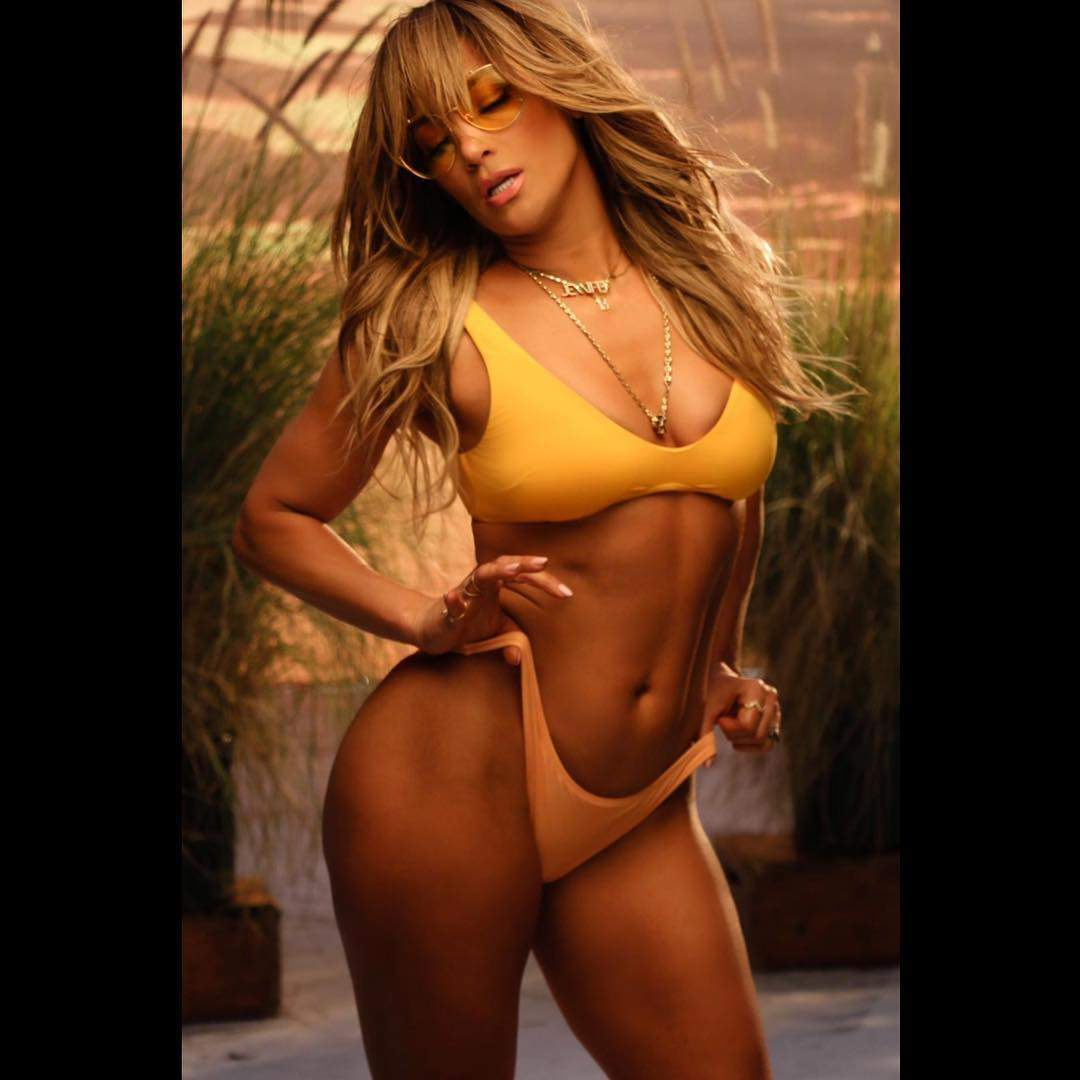 Jennifer Lopez spices up the beach with fiance