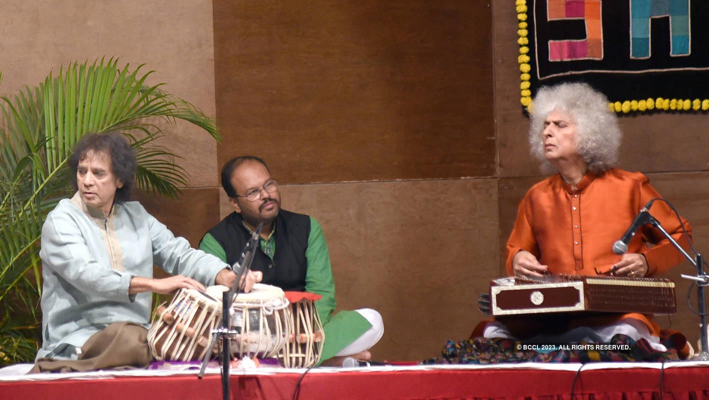 Zakir Hussain and Shivkumar Sharma perform at 'Saptak Annual Festival of Music'