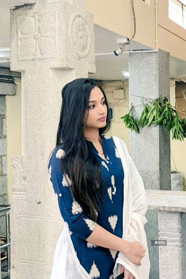 Srinidhi Shetty begins shooting for KGF 2