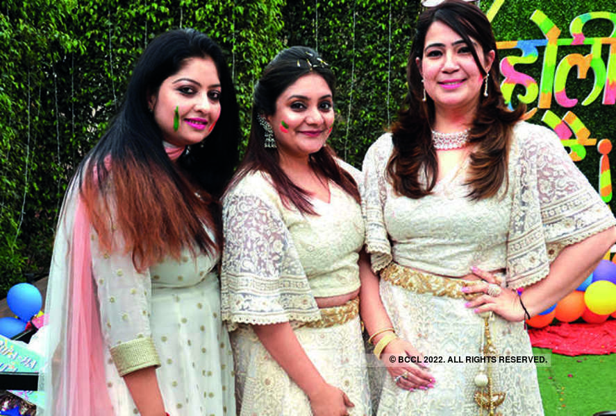 Kanpurites have a gala time at a pre-holi party