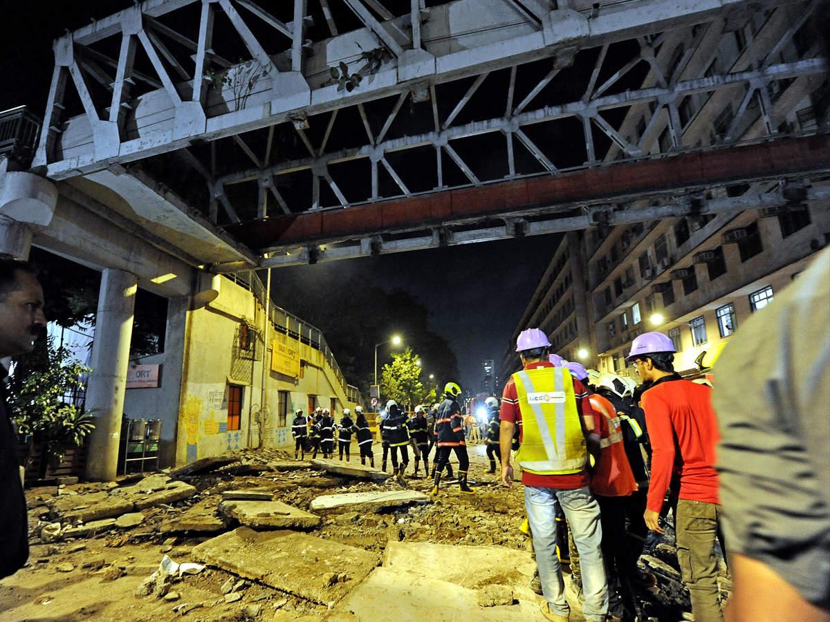 Mumbai Bridge News: 6 killed in Mumbai bridge collapse, cops book BMC and  railway officials for negligence   Mumbai News - Times of India