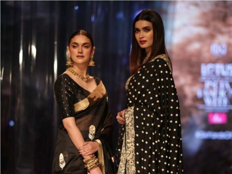 e5d83beacafcf 01 5These B-town hotties truly stole the show as showstoppers at the  fashion week in Delhi