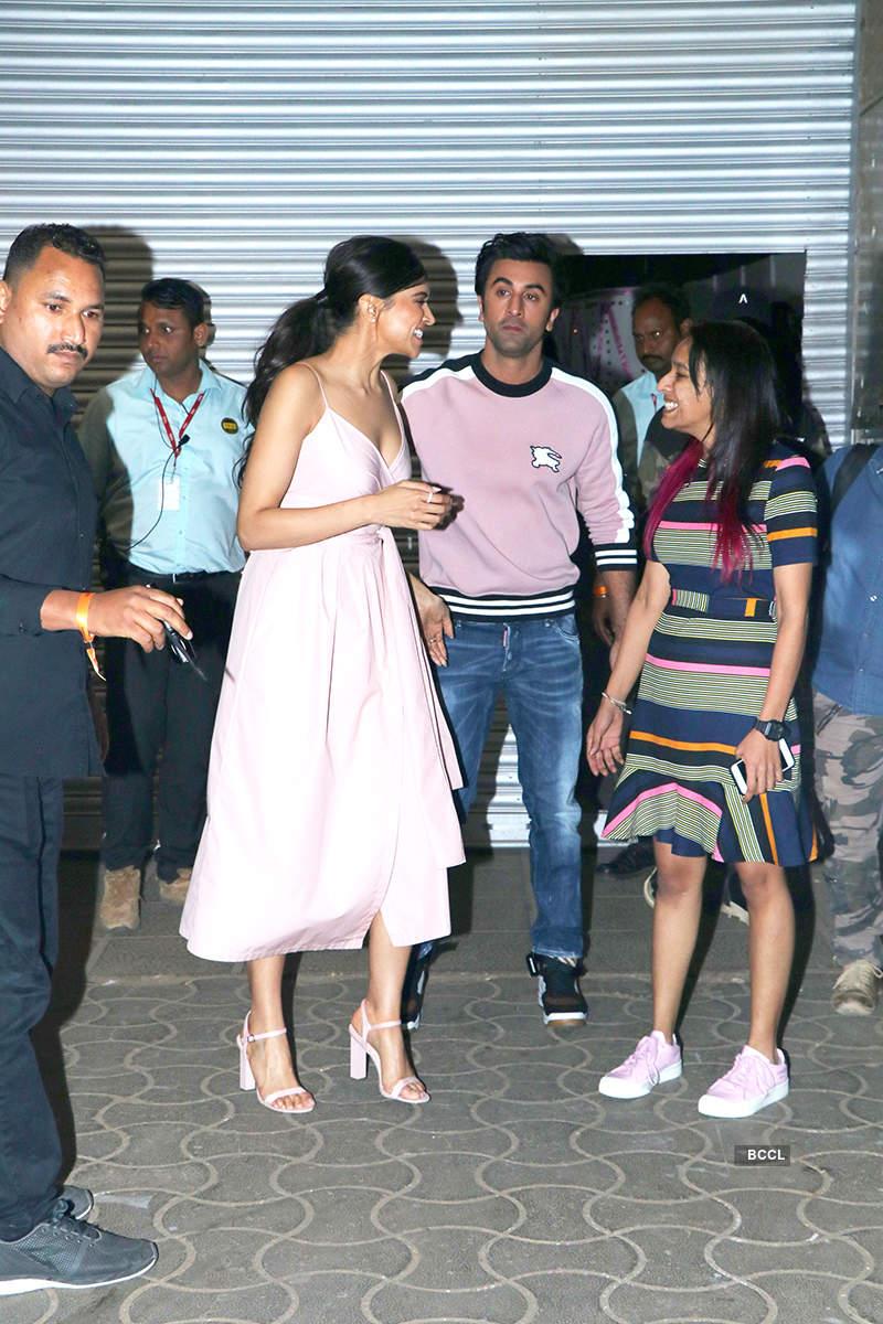 Pictures of Ranbir Kapoor and Deepika Padukone dancing on 'Balam Pichkari' go viral