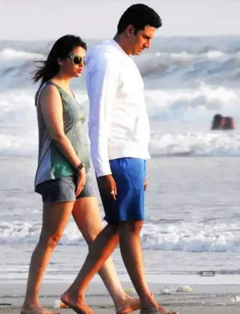 Aishwarya Rai Bachchan's new pictures with hubby Abhishek spark pregnancy rumours