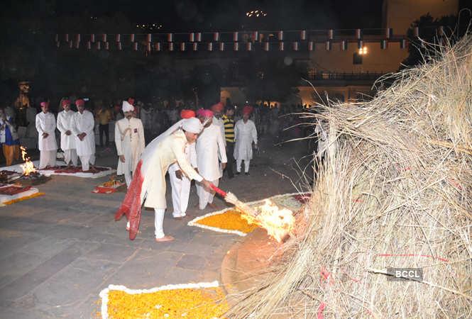 erstwhile Jaipur royal Padmanabh Singh lights the pyre during Holika dahan at Jaipur City Palace