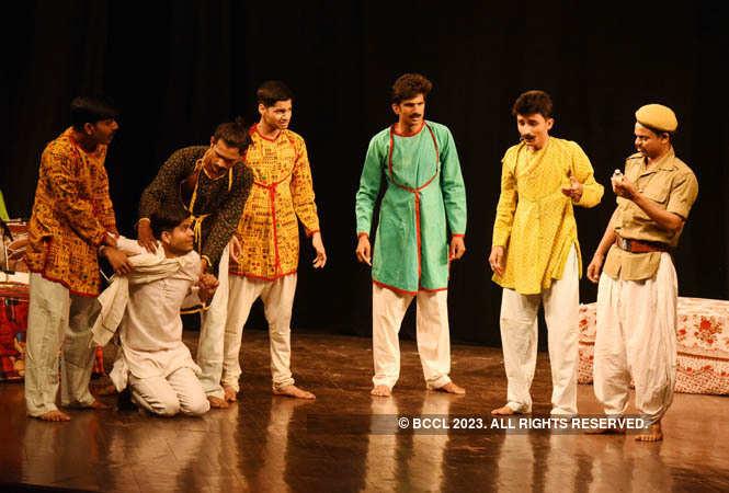 ajab chor ki ghazab kahani_director by ashok rahi (8)