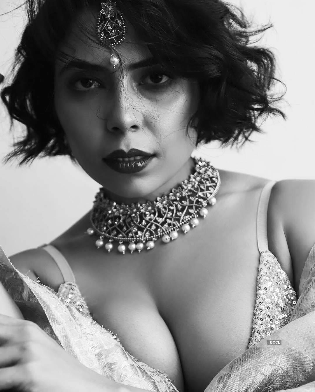 Pictures of Farrah Kader shake up the internet!