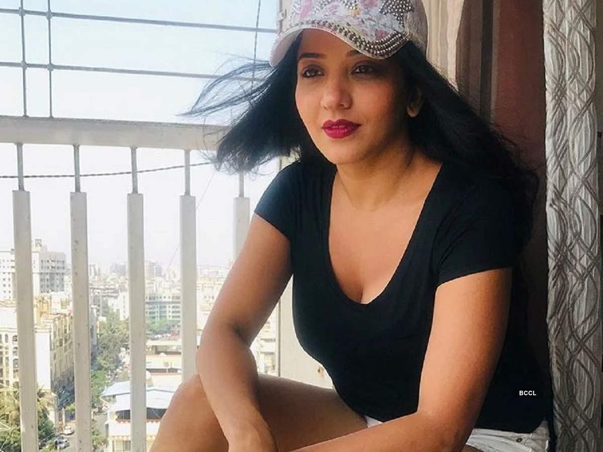 Nazar actress Monalisa sheds her desi avatar