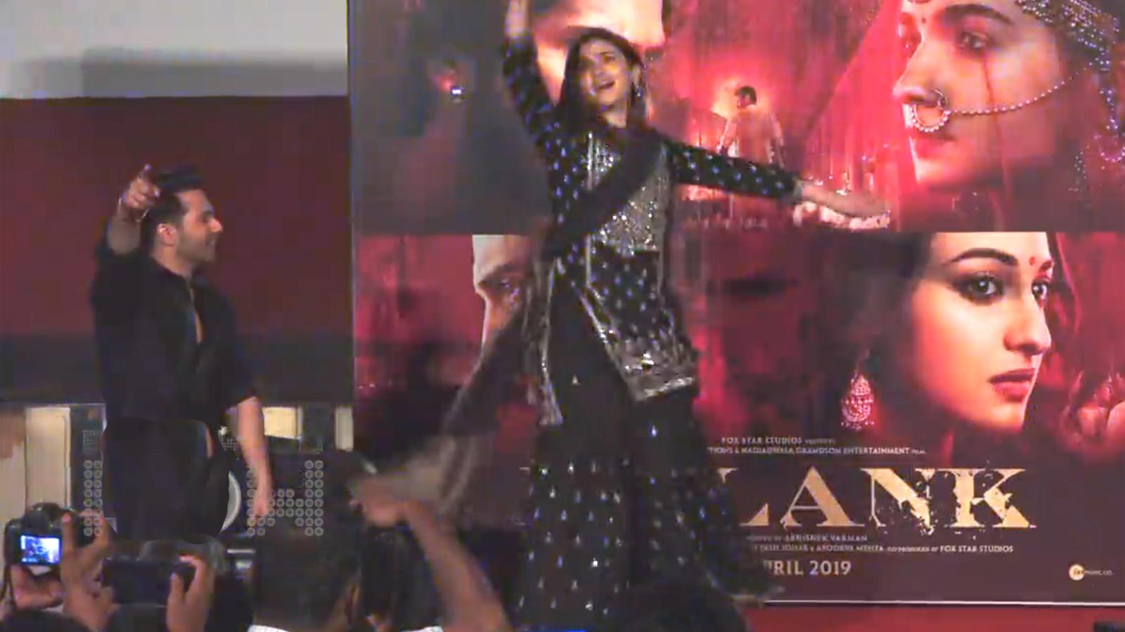 Alia Bhatt dances on 'Ghar More Pardesiya', Varun Dhawan encourages her