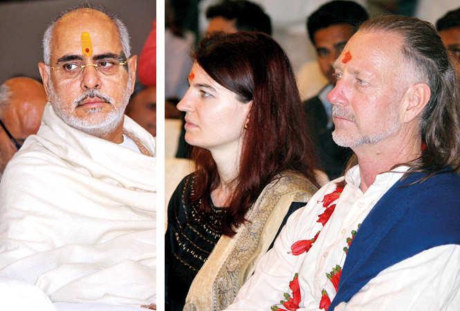 (L) Ramesh Bhai Ojha (R) Annel and Stute (BCCL/ Arvind Kumar)