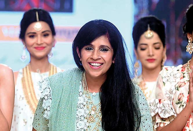 Niki-Mahajan-RAN_8227-Niki-Mahajan-with-models