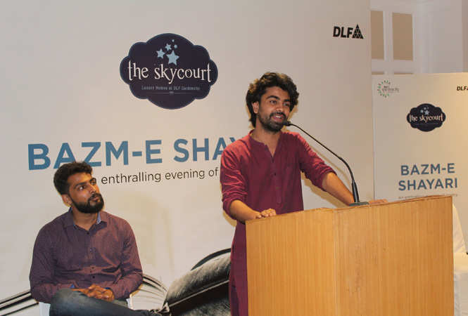 An-evening-of-soulful-urdu-poetry-at-The-Skycourt,-DLF-Gardencity-(5)