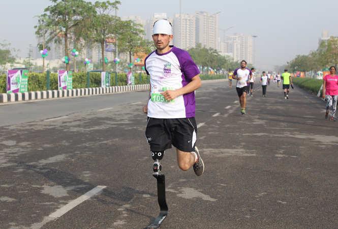 Para-atheletes-running-in-Vatika-second-half-marathon-(1)