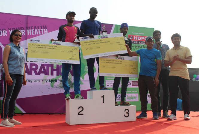 Gautam-Bhalla,-Managing-Director,-Vatika-Limited-and-Ms-Divya-Bhalla,-Chairperson,-MatriKiran-School-along-with-the-male-category-winners-of-half-marathon