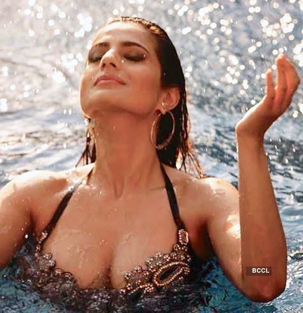 These beautiful pictures of Ameesha Patel will surely take your breath away