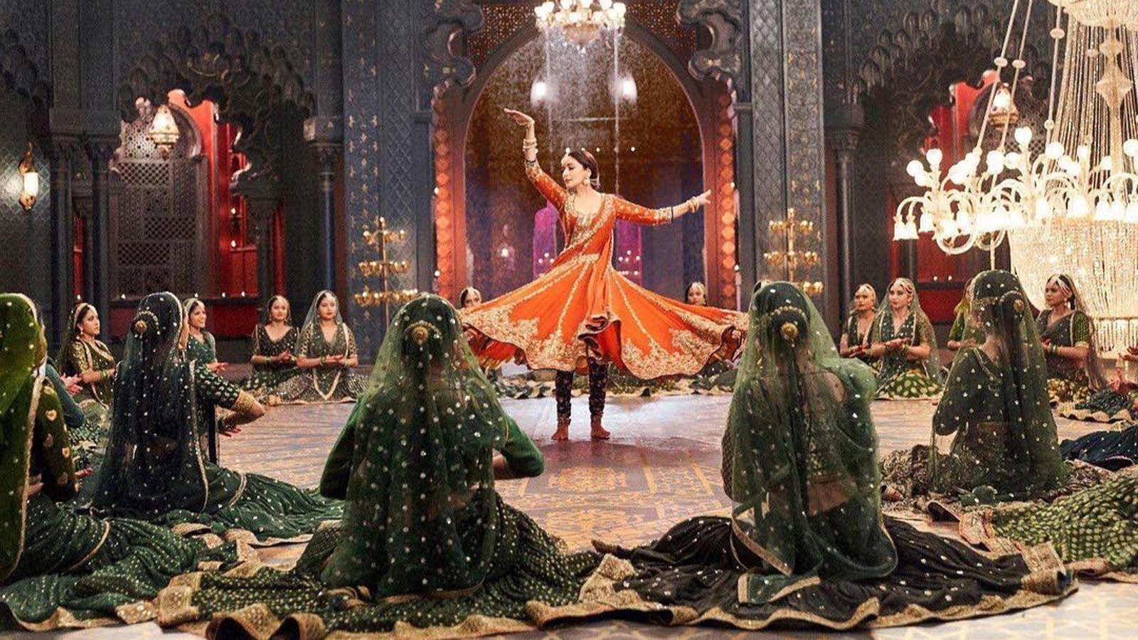 Alia Bhatt shares teaser of 'Kalank' song 'Tabaah Ho Gaye' featuring Madhuri Dixit
