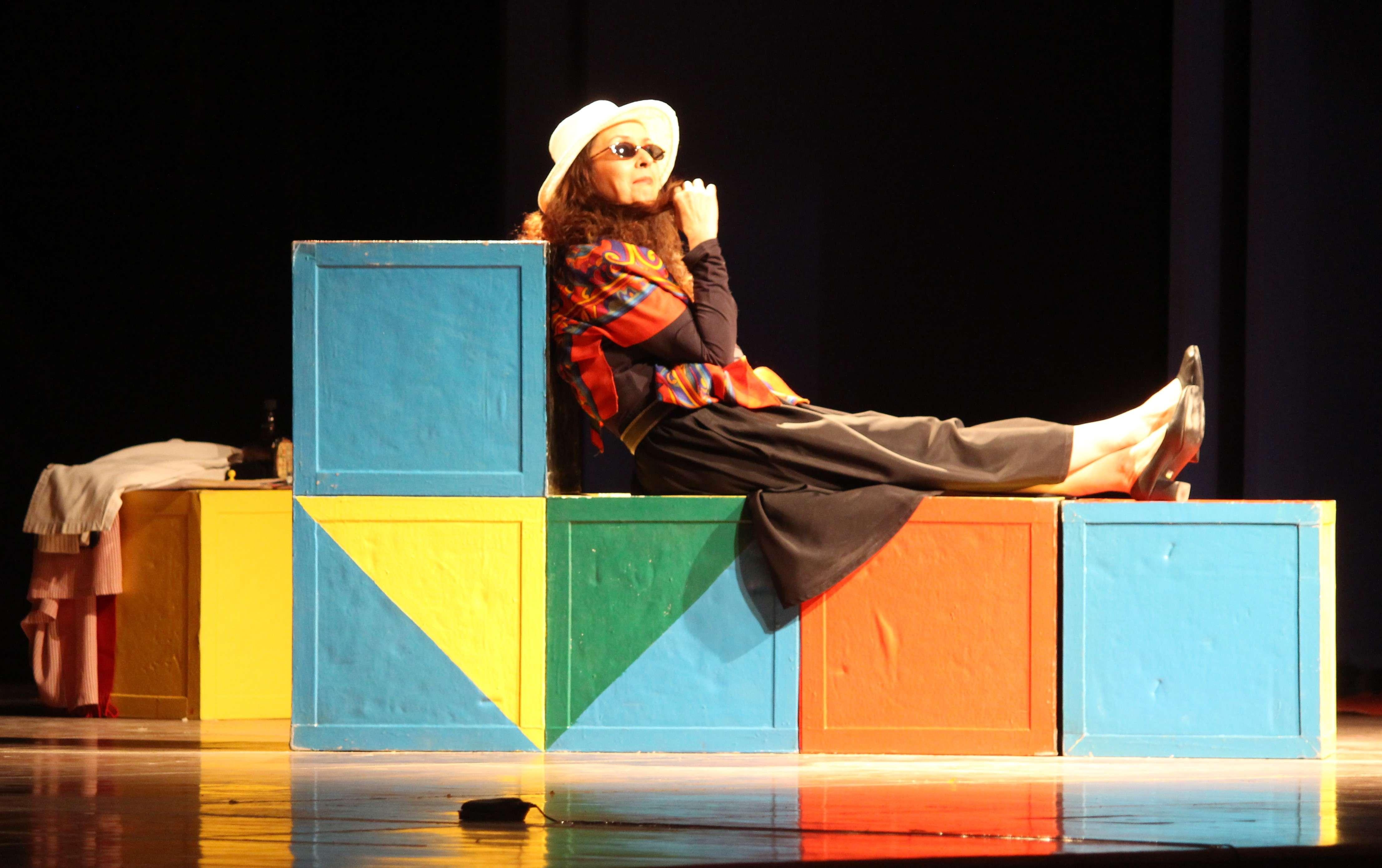Shernaz Patel as Melissa Gardner  (1)