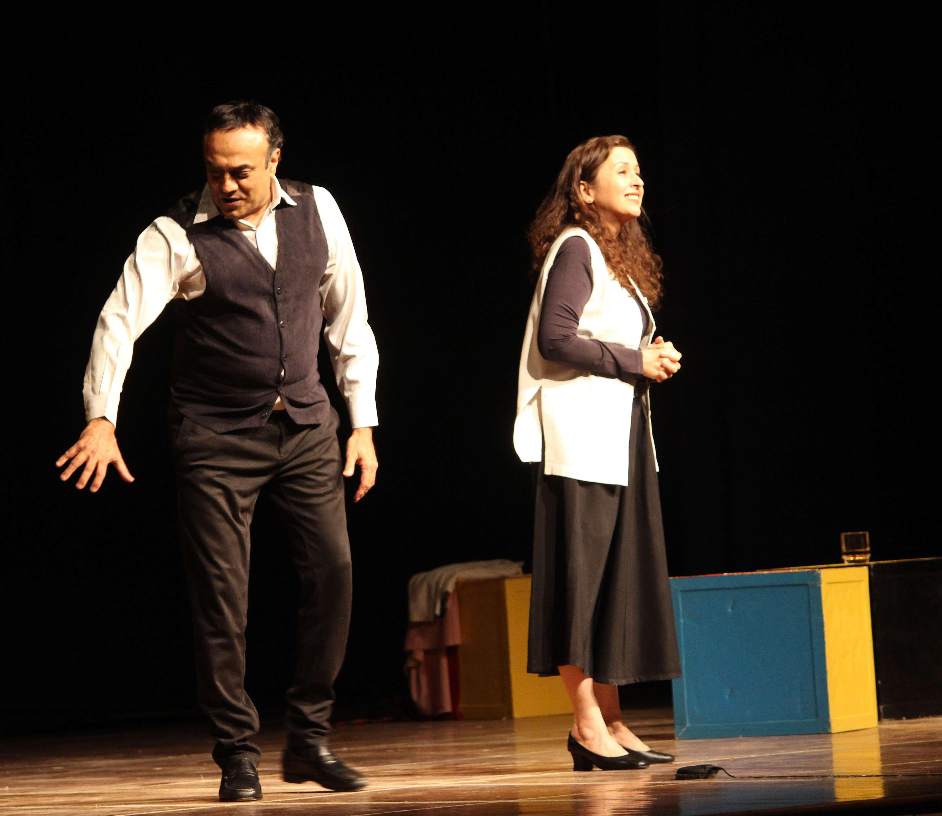 Ranjit Kapur and Shernaz Patel in Love Letters (1)