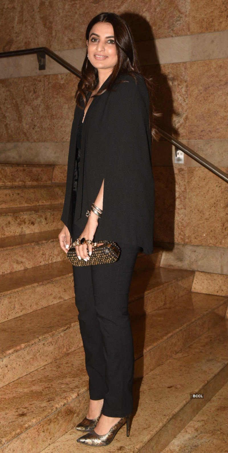 Bollywood divas glam-up the 20 years celebration of Sabyasachi Mukherjee in fashion industry