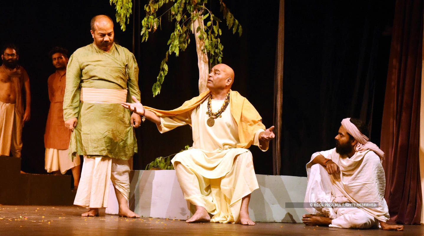 Tamasha Na Hua: A play