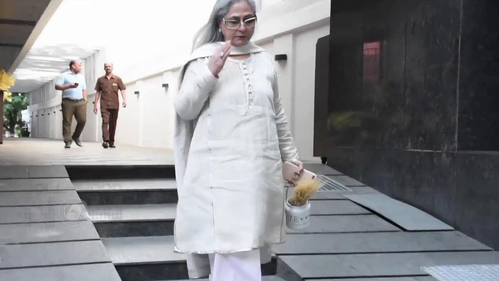 When Jaya Bachchan lost her cool for clicking pictures