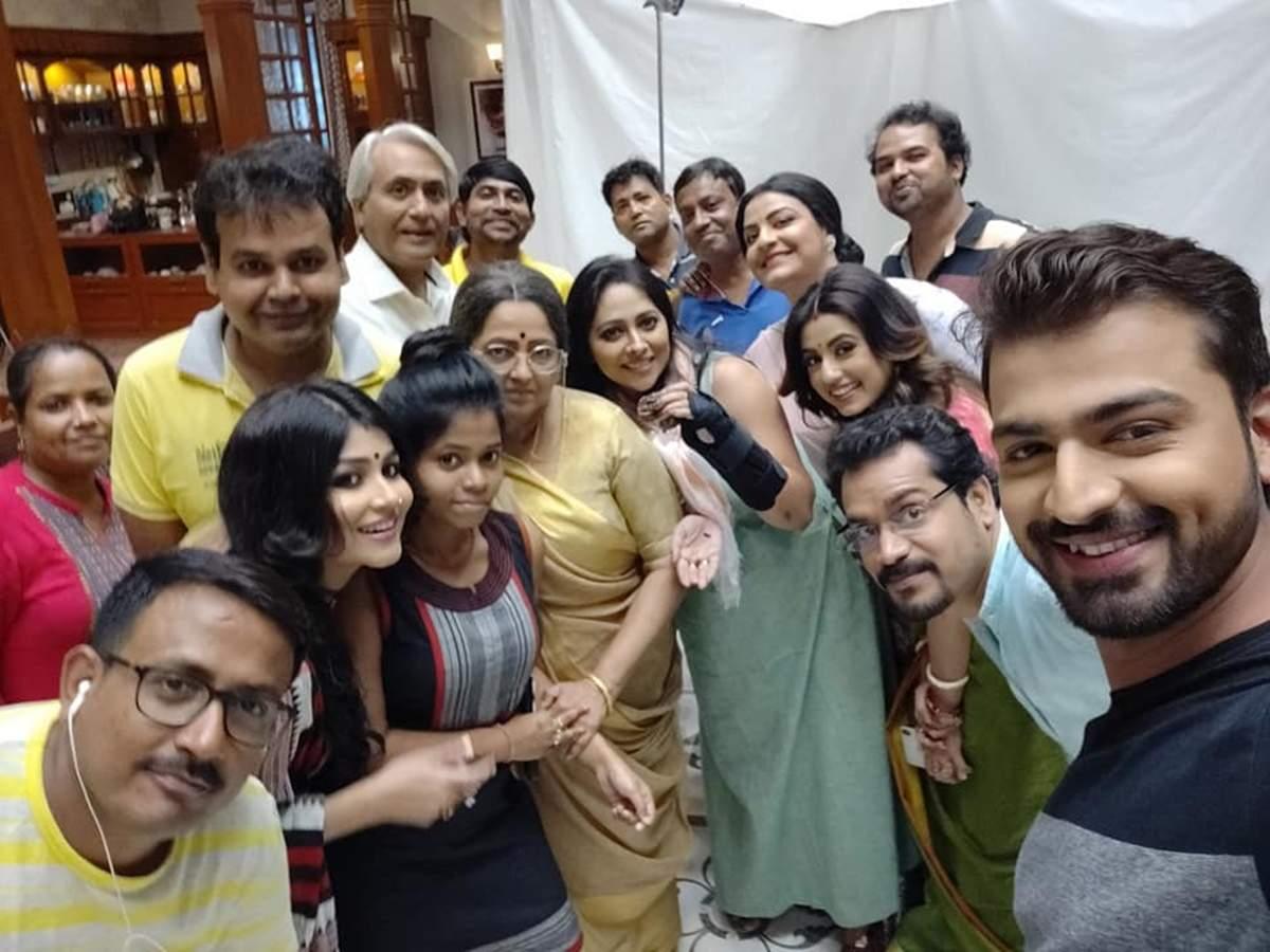 Birthday girl Anjana Basu has a blast with her co-stars