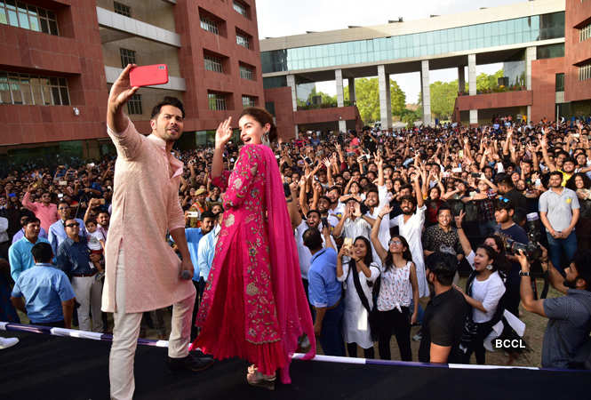 Alia Bhatt And Varun Dhawan Enthrall Students Of Amity University In Jaipur Hindi Movie News Times Of India