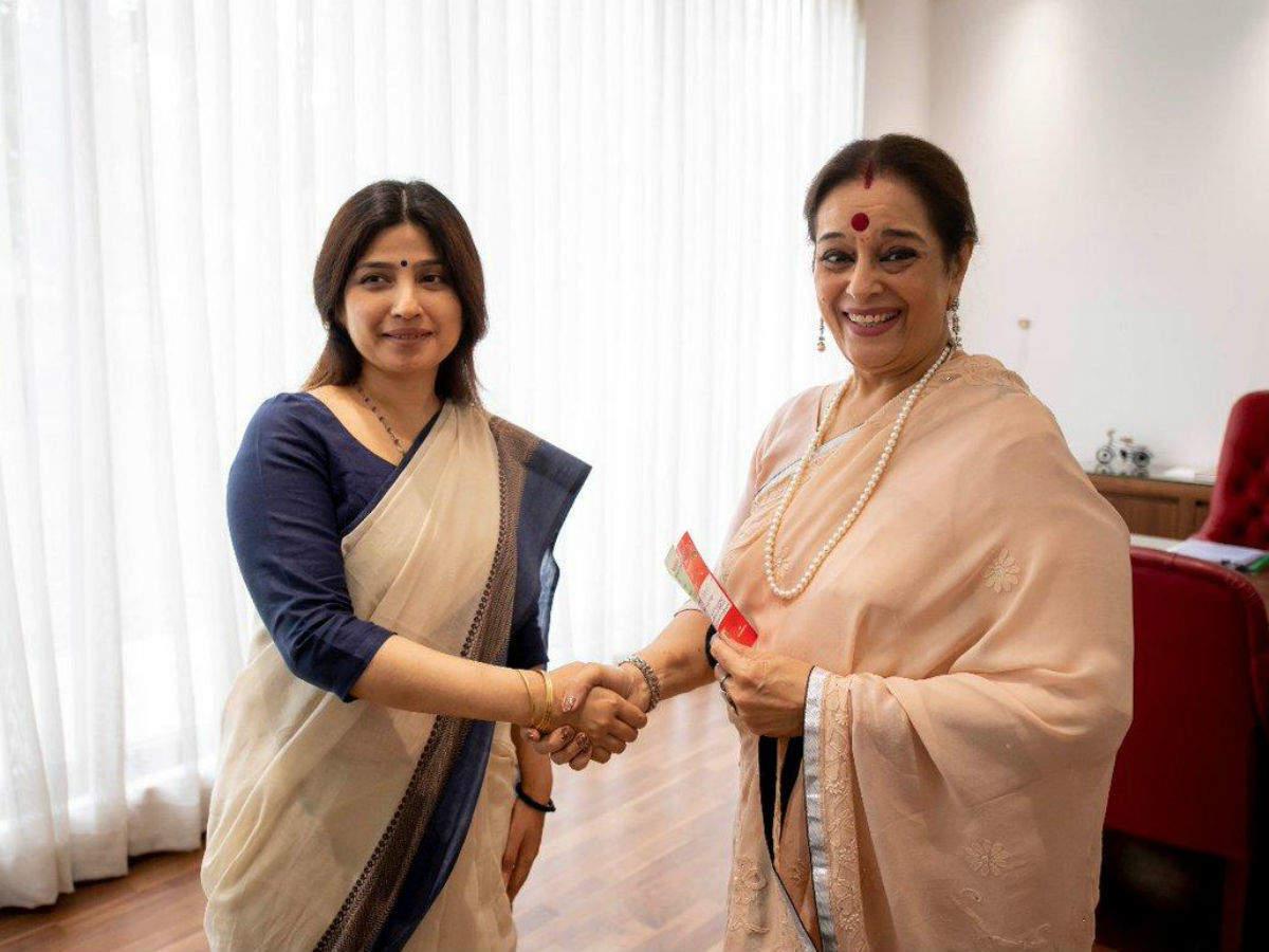 Shatrughan Sinha's wife Poonam joins Samajwadi Party