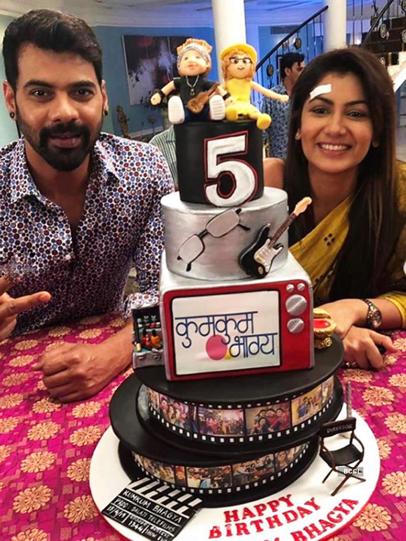 Kumkum Bhagya completes five years; Shabir and Sriti get emotional