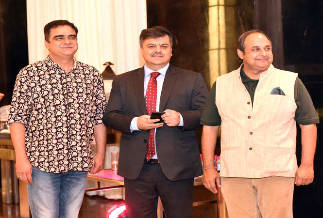 Sanjeev Choudhary, Neeraj Maharshi, Director of Sales and Marketing, Crowne Plaza Jaipur and Ashish Vyas  (2)
