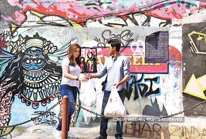 Zareen and Anshuman were also seen clicking pictures near the graffiti area