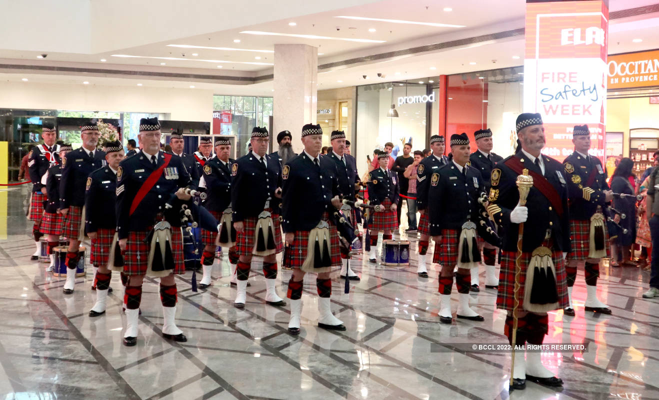 Canadian police's pipe band enthralls Chandigarh