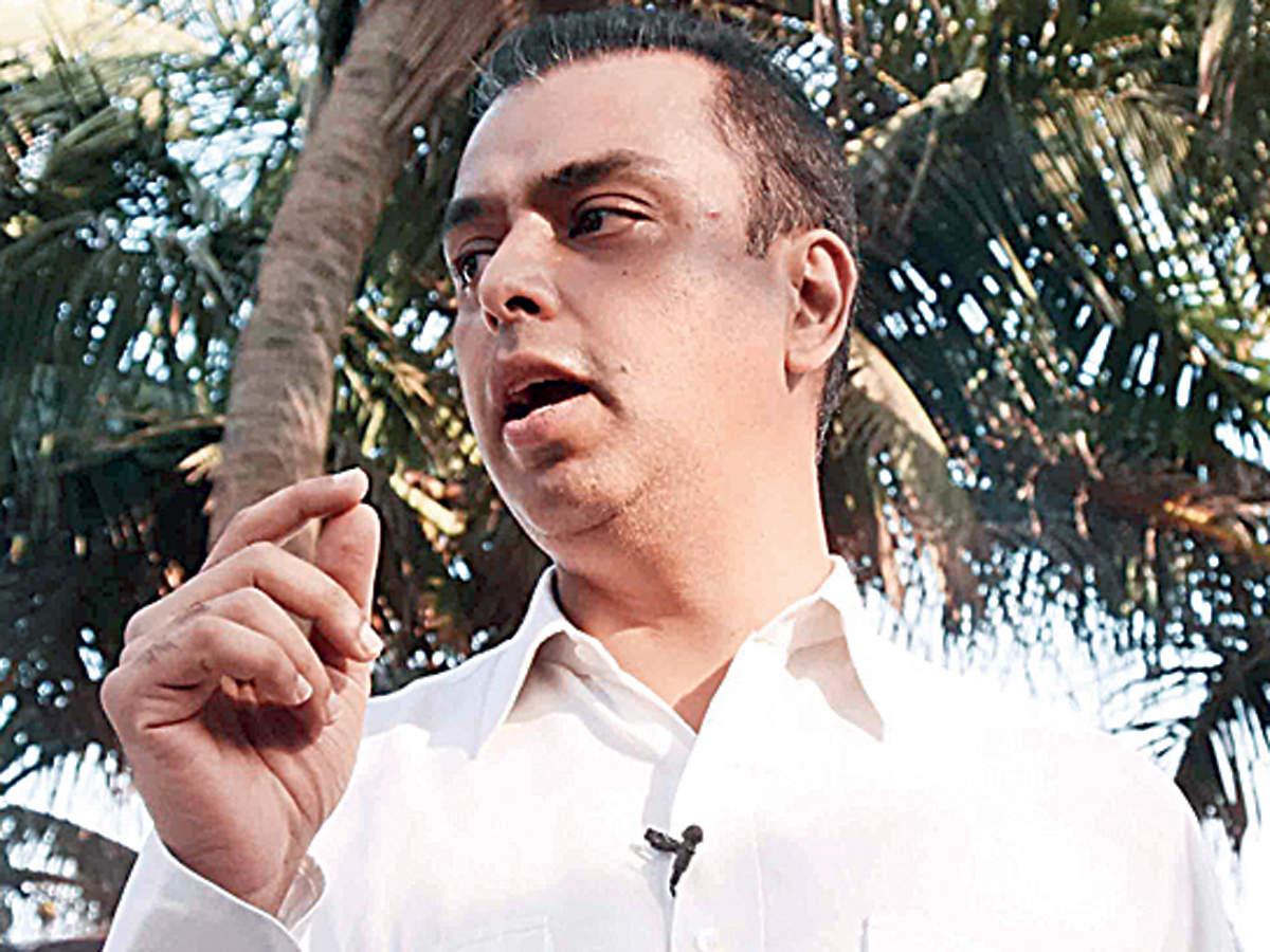 Milind Deora demands Shiv Sena opponent Arvind Sawant publish ad about criminal cases